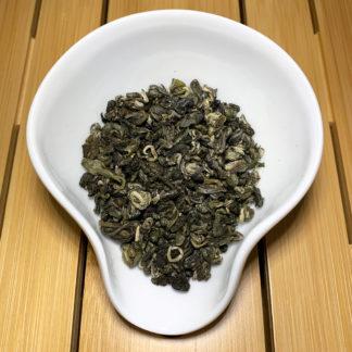 Weißer Tee China Silver Pearls in Präsentationsschale